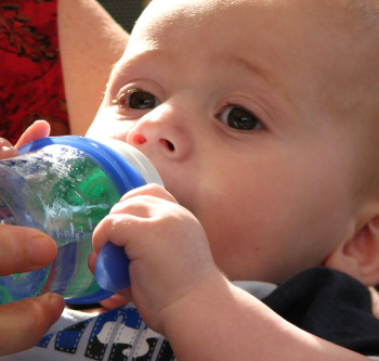 voda za bebu Koja je VODA najbolja za bebu?