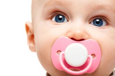 cucla 490x326 Saveti roditelja: Jednostavan način za odvikavanje bebe od cucle