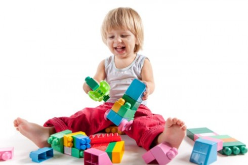igra 490x326 Zbog čega je dobro da se deca igraju sama