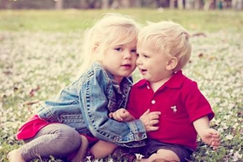 brat sestra 490x326 Tipične razlike između devojčica i dečaka