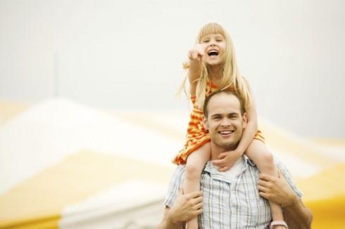 tata i kćerka 490x326 50 pravila za tate koje imaju ćerke