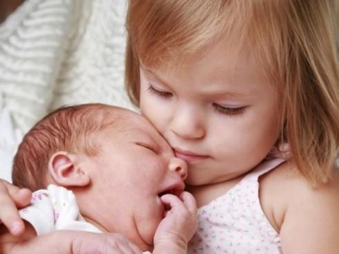 dolazak bebe 490x367 8 razloga zašto je lakše odgajati bebu nego starije dete
