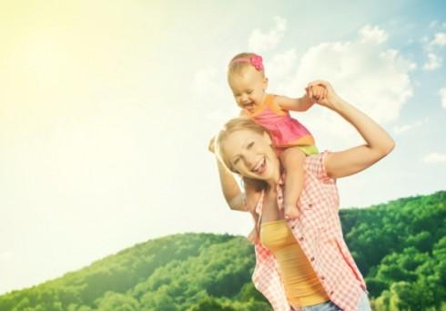 ThinkstockPhotos 465885015 490x341 Roditelji, ne vrtite decu držeći ih samo za ruke