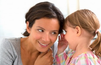 mama i devojcica pricaju manja 184048930 341x220 Home