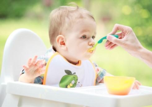 malisan jede kasicu 490x345 Kašica od kivija i jabuke