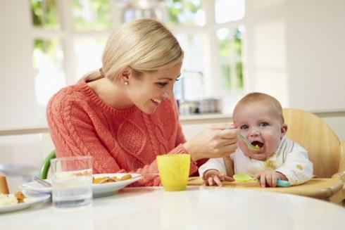 mama hrani malisana manja 466386317 490x327 6 signala da ste spremni prestati dojiti