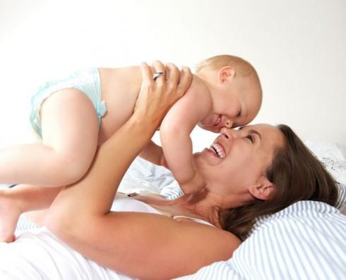 mama i beba u zagrljaju manja ThinkstockPhotos 180543897 490x396 Statistika: Francuska prednjači po broju beba