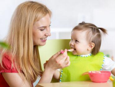 žitarice kašice, uvoženje nemlečne hrane, beba jede žitarice