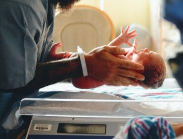 mala porođajna težina bebe